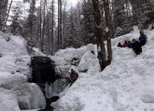 Trekking pod łamaną skałę